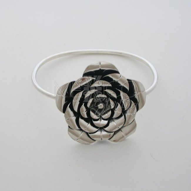 Taxco Sterling Silver Flower Bangle Braelet