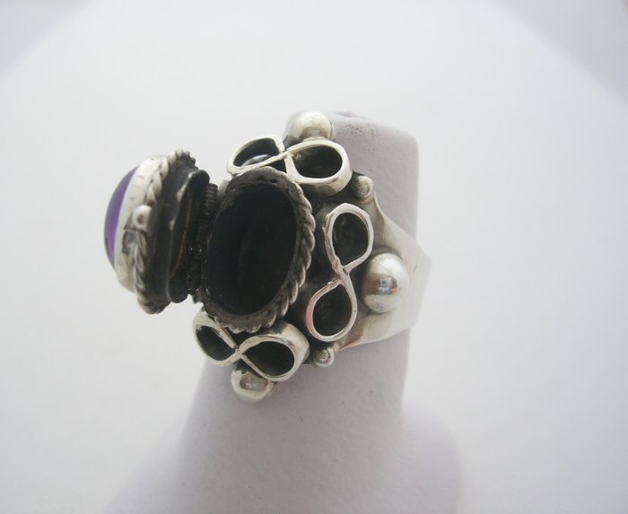 Classic, Taxco Silver Amethyst Poison Ring